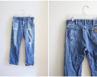 vintage 13MWZ Wrangler jeans - boyfriend jeans / Wrangler jeans - American denim / 1970s distressed jeans - USA - marked 35w x 30