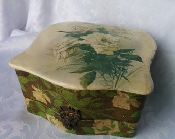 Vintage Jewelry Box - Well Loved