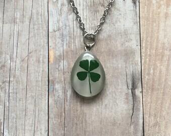 Round four leaf clover necklace