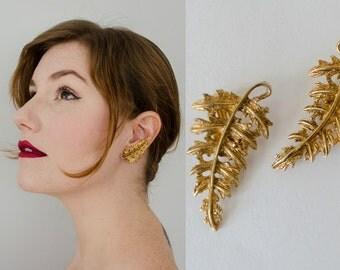 vintage earrings / gold ferns / ear climbers / fern frond clip on earrings