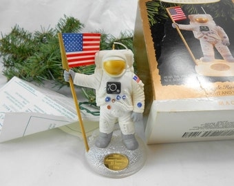Vintage Hallmark The Eagle Has Landed 1994 Neil Armstrong magic ornament light and voice Christmas ornament Hallmark collector land on moon