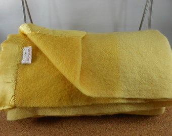 Beautiful ST MARYS Wool Blanket Lemon Drop Yellow Bands Either End Vintage 50s