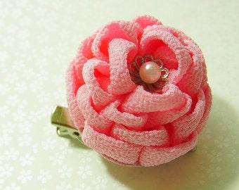 Tsumami Kanzashi flower brooch and hair clip  Kimono Chirimen crepe -Camellia(pink)