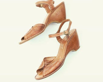 Vintage 70s Leather Woven Wedge Sandals Size 8