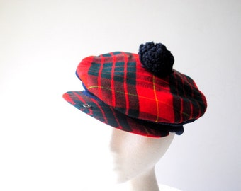 Scottish vntage 70s tartan, plaid wool , pom beret with a detaches.One size fits all.