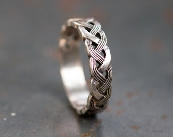 Celtic Band Ring - Sterling Silver Ring Size 5.5