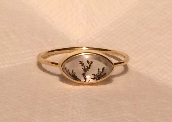Dendrite quarts and solid gold eye ring