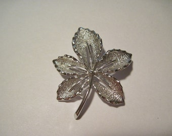 Beautiful Vintage Sarah Coventry Silver Tone Leaf Brooch Pin Designer Signed
