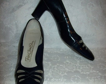 Vintage 1950s Ladies Navy Patent Leather Pumps by Red Cross Shoes Size 7 1/2 A Only 9 USD