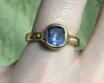 Beautiful Sapphire 22k ring