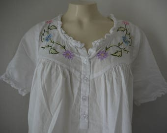 Vintage Gold Coast Embroidered Floral Dress / Cotton Floral Embroidered Dress / White Cotton House Dress with Embroidered Flowers