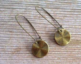 Antiqued Brass Disc Earrings, Brass Earrings, Modernist Earrings, Minimalist Earrings, Everyday Jewelry, Wavy Disc Pierced Dangle Earrings
