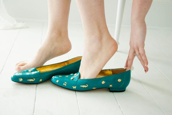 Vintage teal flats shoes, gold novelty charms, birds animals flowers, blue green slip on loafers turquoise 10