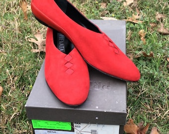 Vintage Prevata Italian Leather Red Suede Ballet Flats Slip-Ons Casual Hip Flirty Fun - Excellent Hardly Worn - Made in Italy - 6AA Narrow