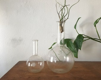 set of two pyrex vintage scientific boiling flasks. vintage science laboratory boiling flask. mid century scientific bud vase. 1950s vintage