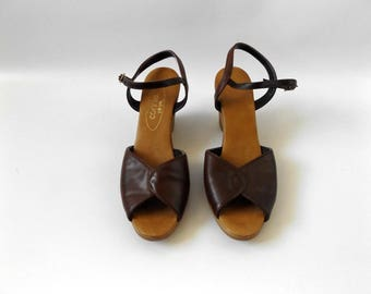 Strappy Wedge Sandals Size 7 | Vintage 80s Brown Peep Toe Ankle Strap Wedged Shoes Hippie Boho Summer Shoes 1980s Dress Tops Hipster Hippy
