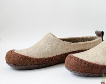 Mens moccasin slippers Hunter - Unisex slippers - handmade felt wool house shoes