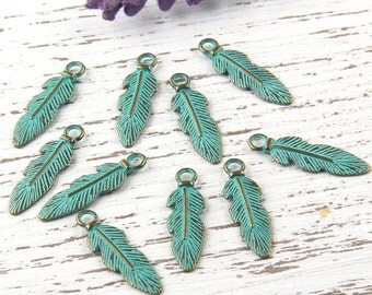 Verdigris Green Patina Mini Feather Charms, 10 pieces // ABCh-026