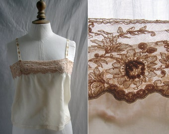Vintage 1920's Pretty caraco, silk and lace. Ivory and beige. Small size