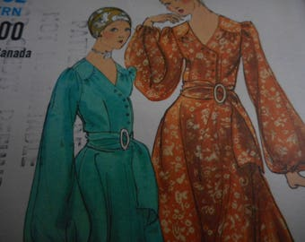 Vintage 1970's Vogue 7869 Dress or Top and Pants Sewing Pattern, Size 10 Bust 32 1/2