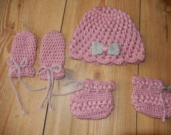crochet baby hat, mittens and booties set / baby cap, baby mittens, baby booties pink and grey newborn or 0-3 month
