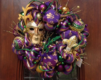 Gold Mask Mardi Gras Wreath