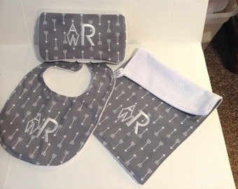 Gender Neutral / bib and burp set /Baby shower gift set /Baby  wipescase /for children,Baby gifts