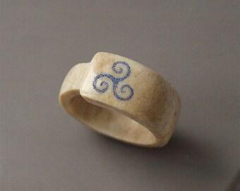 Triskele ring, Size 12 US, Antler ring, Antler jewelry, Scrimshaw ring, Teen wolf ring, Viking ring, Viking jewelry, BDSM ring