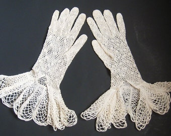 "EDWARDIAN Antique 1900s Ivory Crochet Knit LACE 13"" Fishnet GLOVES Scallop Ruffle Cuffs Mother of Pearl Button Sz X S Nouveau Downton Gothic"