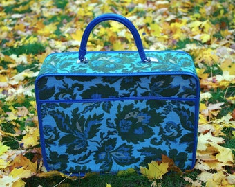 Wonderful Vintage Tapestry Cloth Zippered Suitcase Overnight Bag Avon Lady Sales Sample Bag