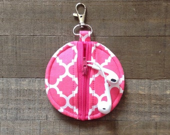 Circle Zip Earbud Pouch / Coin Purse - Hot Pink and White Quatrefoil