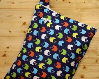 Cloth Diaper Wetbag, Hedgehogs, Flannel, Diaper Bag, Day Care Size, Holds 12 Diapers, Size Large with Handle #L93
