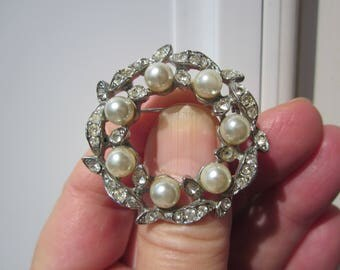 MOTHER'S Day Gift for her-Charming vintage Wreath-LEAF brooch w fx Pearls & CRYSTALS!