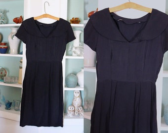 1940s Swing Dress / Vintage 40s 50s Dark Navy Blue Poly Rayon Crepe Pleated Skirt Casual Day Dress / Sailor Collar / Short Sleeve - XXS/XS