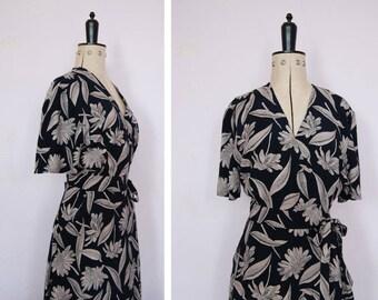 Vintage 1990s wrap dress - 90s floral maxi dress - 90s floral dress - 90s dress - 90s wrap dress - 90s grunge dress - 90s teadress - summer