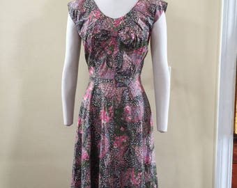 Floral Vintage 1950:s dress with pearl accents and bow sz 6 - 8 Medium prestine condition