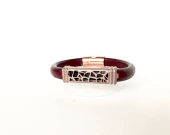 PyXeclipse™ Lona Bracelet in Rose Gold and Bordeaux