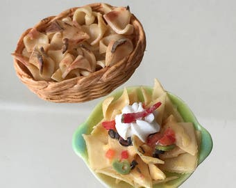 """Dollhouse Miniature 1"""" Scale Nachos & Chips in two Serving Bowl (ITZ)"""