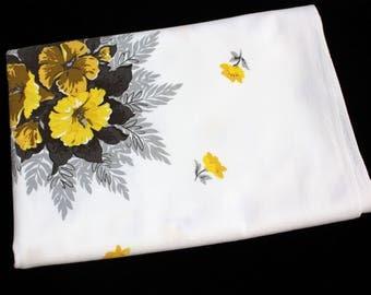 """Vintage 50's Print Tablecloth Floral Cotton 50""""x58.5"""""""