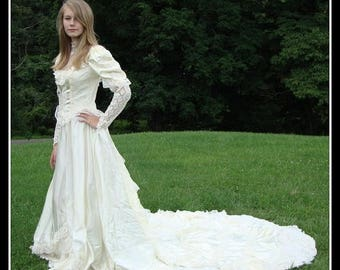 ON SALE wedding gown, vintage 1970s, Victorian style, eggshell, bohemian,Prairie,  Steampunk, Edwardian, Romantic size small