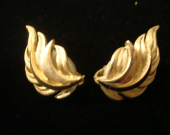 Trifari Clip Earrings Gold Tone