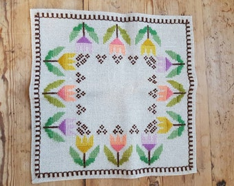 Beautiful wool embroidered tablecloth/dolly in offwhite linen from Sweden