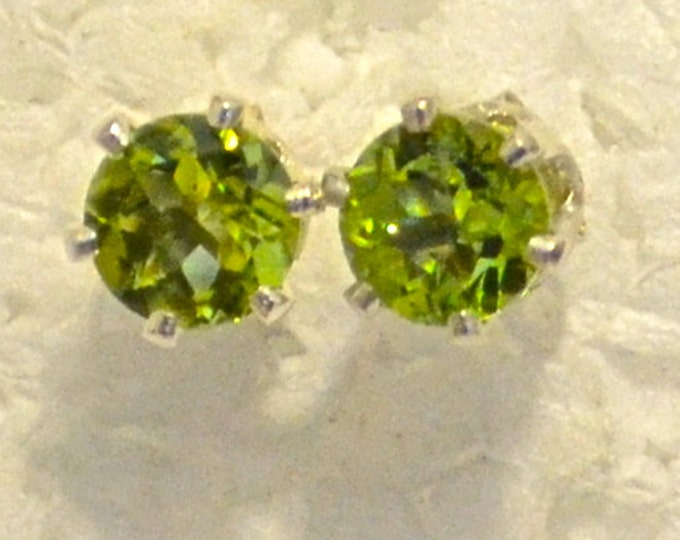 Peridot Studs, 6mm Round, Natural, Set in Sterling Silver E974