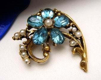 Lovely Unsigned Vintage Aqua Rhinestone Faux Pearl Floral Brooch Pin