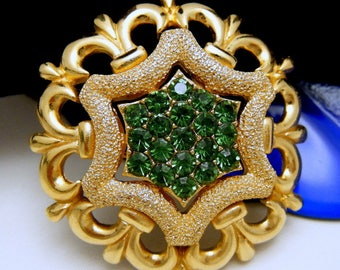 Crown Trifari Green Rhinestone Brooch Textured Shiny Gold Tone Fleur De Lis