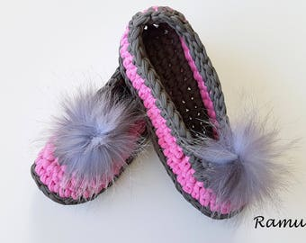 Gray / Pink Slippers, Womens Slippers, Chunky Wool Slippers, NON-SLIP, Ballet Flats, Pom Poms, Gift Wrapped, Home Shoes, Crochet slippers