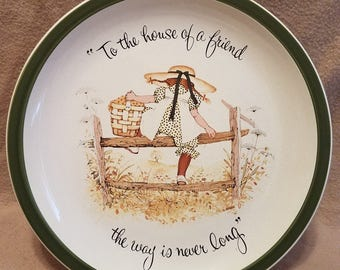 """Holly Hobbie Collector's Edition American Greetings 10 1/4"""" Collectible Porcelain Plate """"To The House Of A Friend The Way Is Never Long"""""""