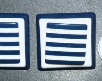 1980s 80s earrings /  Squares  / Novelty / New Wave / Large 1.5 Square / pierced earring / Navy Blue / White / Vintage