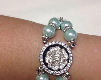 Sea shells pearls bracelet with designer button handmade !
