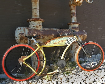 Vintage style, low rider Southern California beach cruiser bicycle